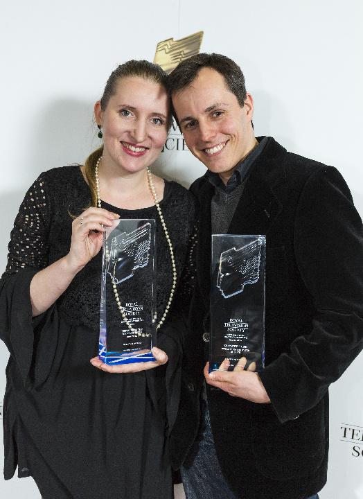 Krzysztof Kubik wraz zReżyserką iProducentką Karoliną Mazur nagalii rozdania nagród Royal Television Society 27 styczeń 2016