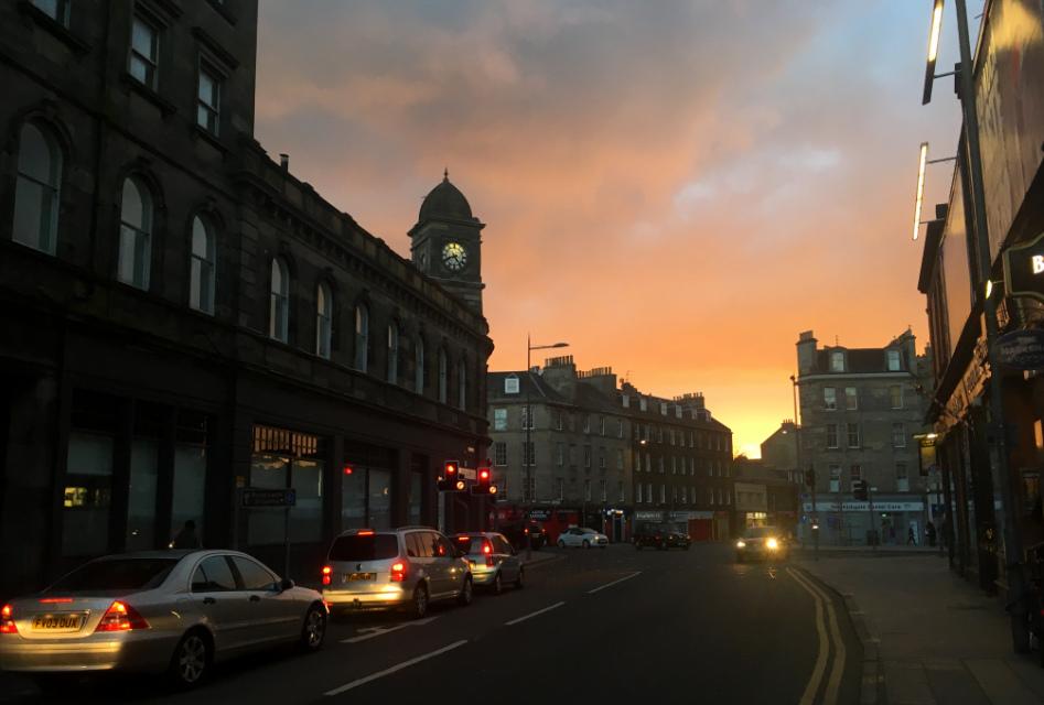 Edynburg wzachodzącym słońcu